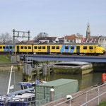 26 Maart 2016: Maassluis / 876 Onderweg vanuit Rotterdam naar Hoek van holland.