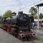 17 Mei 2017: Utrecht / SSN 01 1075 bezig met waternemen voor de terugreis met de spoorwensdagexpress, achterop nog de SMMR 2225.