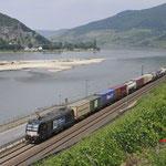 22 Juni 2017: Assmannshausen / X4 E 606 WLC Met een Containertrein richting Mainz