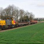 13 April 2015: Limbricht / 6455 DBS Met 3 lege rongenwagens vanaf Born onderweg naar Sittard.