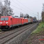 Bottrop Welheim: 185 297 en de DBS 152 154 in opzending met een container-Hupactrein richting Oberhausen.