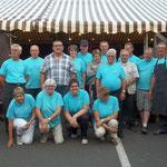 L'équipe des bénévoles du comité des Fêtes après le rush du service de midi