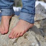 Barfuß auf Steinen