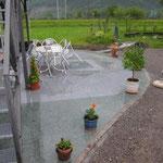 Sitzplatz mit Naturplatten