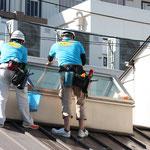 屋根ガラス清掃