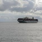 Cuxhaven, die Riesenpötte kommen oder fahren nach Hamburg