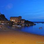 die Bucht von Levanto in der Abenddämmerung
