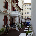 6. Tag   vor dem Hotel Magenta, Start in die Pyrenäen