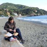 und eine leckere Vesper am Strand von Levante