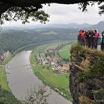 die Bastei mit der Elbe und dem Kurort Rathen