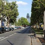 Berlin, der Ku'Damm mit der Gedächtniskirche im Hintergrund