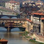 Blick auf die Ponte Vecchio von der Stadtrundfahrt