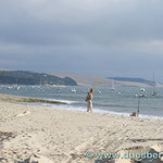 """Pyla sur Mer mit der größten Wanderdüne Europas """"Pyla"""" im Hintergrund"""