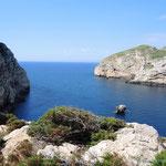 die Ostseite vom Capo Caccia mit der Isola Foradada