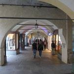 In Cuneo unter den Arkaden