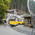die Kirnitzschtalbahn, der kleinste Straßenbahnbetrieb Deutschlands. Fährt von Bad Schandau zum Lichtenhainer Wasserfall
