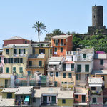 Blick auf die verschachtelten Häuser in Vernazza