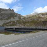Staumauer am Lago Agnel auf 2.300 m