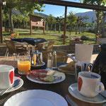 Start in den 1. Morgen im Isábenatal mit einem leckeren Fruehstueck