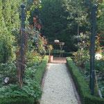 Garten links neben dem Haus