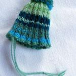 urban knitting  teil 1 - hier noch als unschuldige mini-mütze...