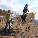 Echanges  avec une cavalière lors d'une séance montée