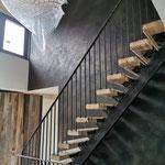 Novacolor: Marmorino KS met zwart en brons aanbracht in trapgat