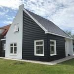 Woonhuis voorzien van nieuwe gevel kleur en nieuw schilderwerk op houten gevel onderdelen