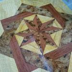Inlegwerk van verschillende houtsoorten; Satijnhout, wortelnotenhout en rozenhout imitatie