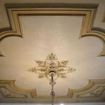 Plafond restauratie in Hilversum. foto genomen na gehele reiniging. In samenwerking met Debby Boesjes