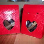 Boîte rouge coeur 40g d'assortiment de chocolats. 3 €.
