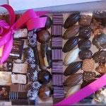 Plateau de chocolats ou chocolats et biscuits. 20 à 30 €.