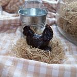 poule chocolat noir- chocolat lait. 4.50 €.