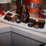 Chocolats et moulage sur porcelaine. 262 g. 24.60 €.