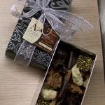 Boîte Chocobox Arabesque. 150 g à 400 g. 14 € à 33 €.