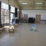 体育館内の掃除