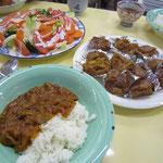 愛餐会はハヤシライスとサラダに子どもの教会からの蒸しパン