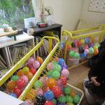 水風船作りや会場準備を幼稚園の先生方が遅くまで<(_ _)>