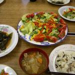 山菜ごはんに豚汁、サラダと釜石で頂いた昆布