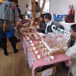 「オリーブハウス」知的障がい者通所施設での作品やケーキ、アイスクリームなどの販売