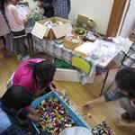 「子どもの教会コーナー」くじ引きやレゴのつかみ取り