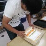長期ボランティアの方にロールケーキをお教えしました