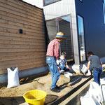 2020年10月26日 石取り除き作業4回目 白い土のう袋の中は石です