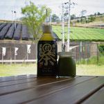 道の駅のテラスから茶畑を見る、幸せ。