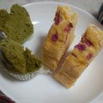 ワタナベヤ!の抹茶の蒸しパンと、桜の蒸しカステラ