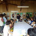 加賀の棒茶の入れ方教室。講師は松風園の奥村さん。