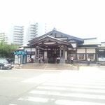 中央線の高尾駅。熱い。東京霊園に向かいます。