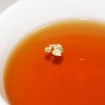 夕食後に紅茶、金箔を浮かべて(1日)。