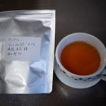 カフェで提供する紅茶を選ぶ。