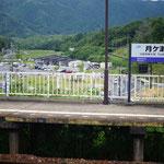 月ヶ瀬口駅から道の駅を遠望